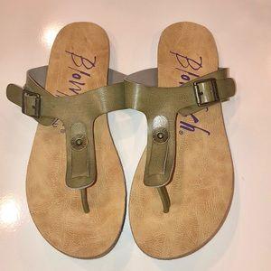 Blowfish Malibu Khaki Colored Thong Sandals. 9.5